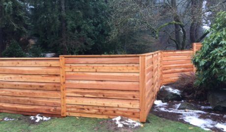 Privacy fence with horizontal overlap