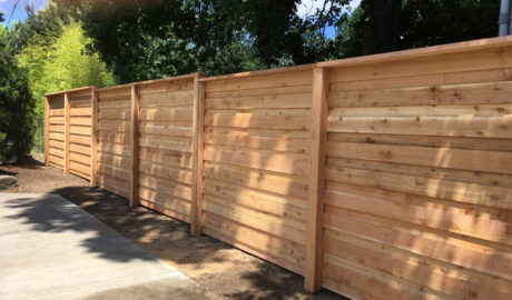 Horizontal overlap privacy fence